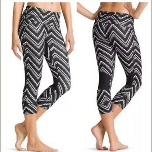 Athleta relay capri leggings